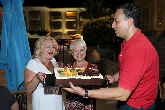 Od zástupce tuniského cestovního ruchu Oussama Med Ben Yedderata dostala dort.