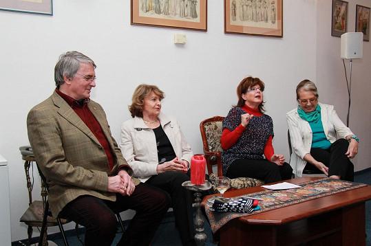 V salonu Yvett Ajchler se tentokrát sešli Vlastimil Harapes, Yvetta Simonová, Marie Tomsová a Zdena Bauerová.