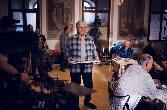Miroslava Donutila prý namaskovaný Hemala pobavil.