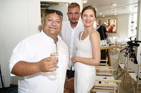 Na párty s Liborem Boučkem a jeho snoubenkou Gábinou, které svatba čeká v srpnu.