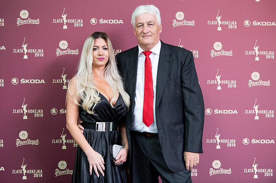 Miloš Říha s partnerkou Soňou dorazili na Zlatou hokejku.