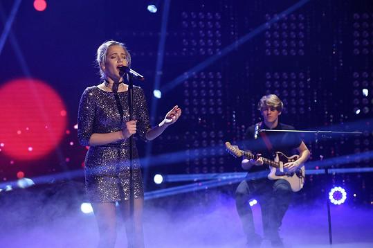 Emma zazpívala v nováckém pořadu.