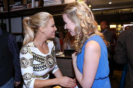 Perkausová se na večírku potkala se svou kolegyní Terezou Jemelíkovou, se kterou si zahrála ve filmu Modelky s.r.o.