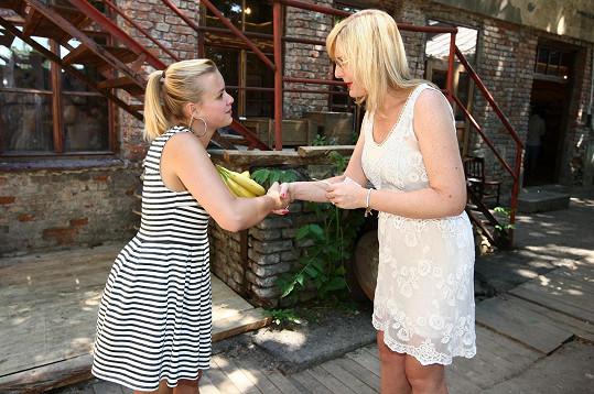 Na charitativní akci prodala banány Štěpánce Duchkové.
