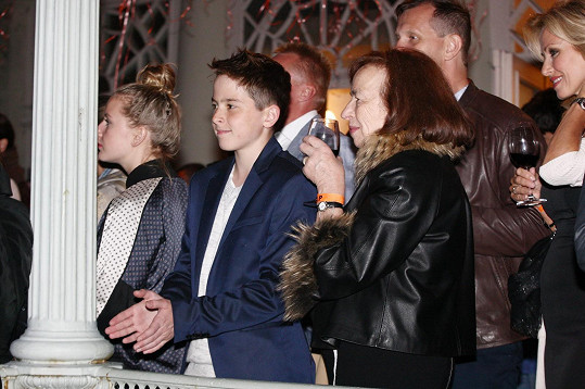 Livie Klausová s vnukem