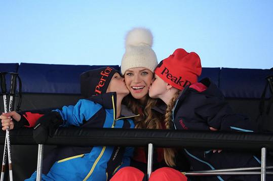 Andrea se synem Danielem a dcerou Vanessou tráví většinu zimních víkendů na horách.