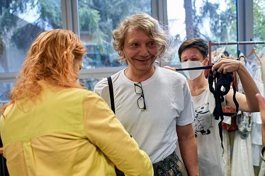 Miroslav Vladyka na měření kostýmu