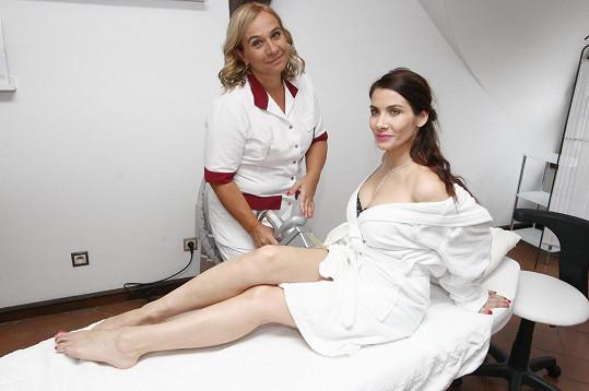 Jako většina žen bojuje také s celulitidou.