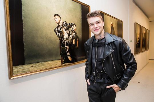 Mikolas Josef se svým portrétem od Martina Stranky