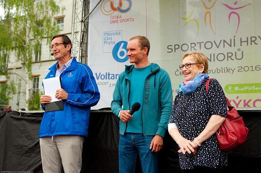 Věra Čáslavská rozdávala úsměvy.