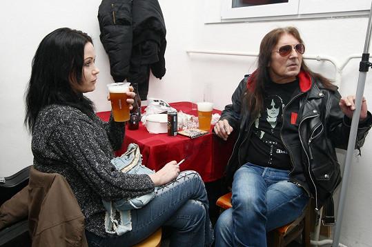 Oba mají rádi pivo.