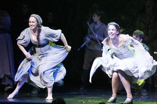 Během tanečních scén Křížová dokázala, že těhotenství přece není nemoc a není třeba se omezovat.