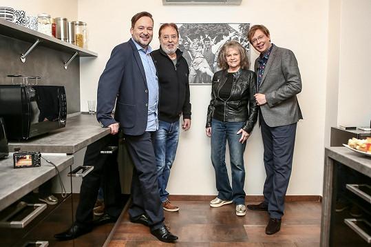 Cibulka s Evou Pilarovou a Jagelka s jejím mužem Honzou Kolomazníkem