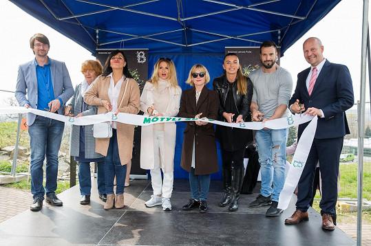 Kmotry výstavy pod názvem Motýlí cestovatelé zahájí se staly herečka Dana Batulková, herečka Alice Bendová, herečka Yvetta Blanarovičová, operní pěvkyně Andrea Kalivodová a zpěvák Václav Noid Bárta.