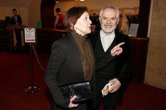 Na premiéru hry Misery doprovodil herečku do Studio Dva Divadla manžel Moris Issa.