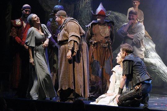 Maruščinou poslední rolí před pauzou se stala komorná Kitty vmuzikálu Ondřeje Soukupa a Gabriely Osvaldové Robin Hood.