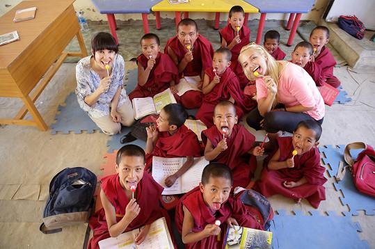Lucie Špaková ve škole v Tibetu