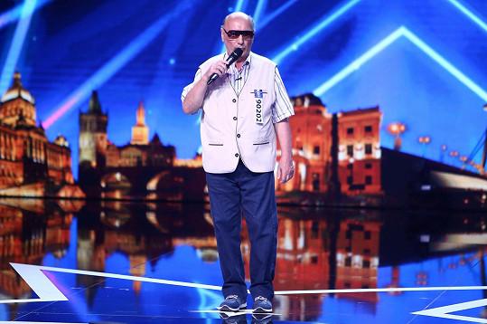 Vitální senior Milan Adamec má prý bohatou vlastní tvorbu.