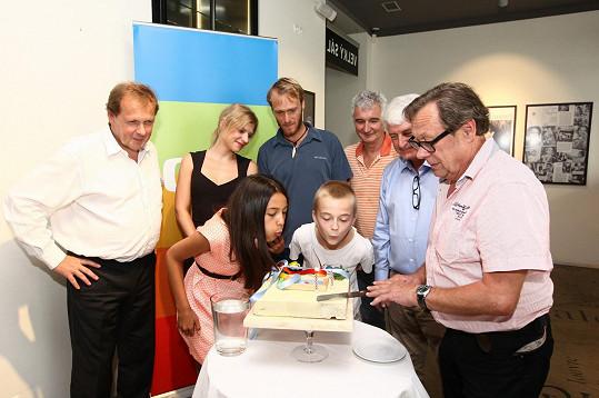 Jakub Vágner představil nový dětský pořad S Jakubem v přírodě. Jeho parťáci Anička a Lvíček slavnostně sfoukli dort.