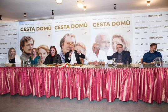 V závěrečném dílu filmové trilogie si kromě Tomáše zahráli Tomáš Hanák, Eva Holubová, Milan Šteindler nebo Lucie Šteflová.