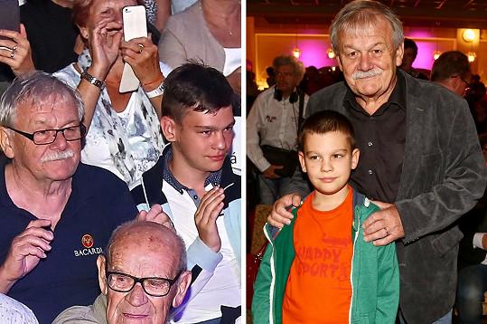 Moderátor Karel Šíp s nejmladším synem Janem (17).