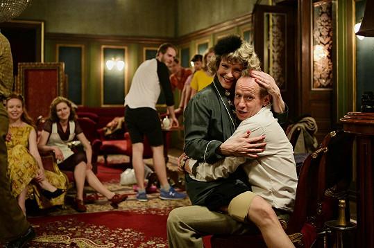 Chantal Poullain a Ondřej Malý při natáčení Zlatého podrazu