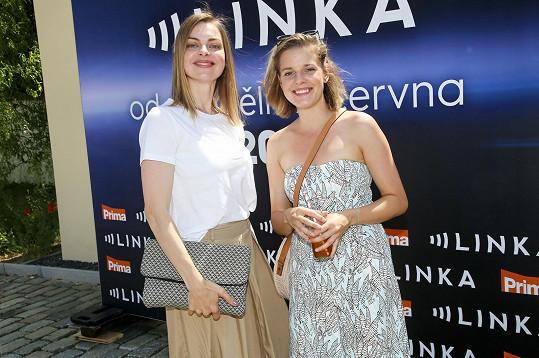 Minisérie Linka bude vysílána od 17.6. ve 20:15. Zahrají si v něm například herečky Eva Leimbergerová (vlevo) a Sandra Černodrinská (vpravo).