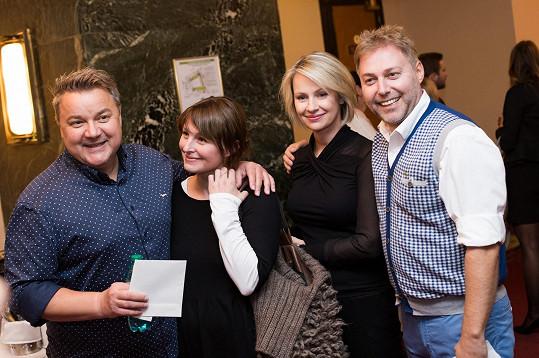 Nechyběli moderátoři a zpěváci Miloš Pokorný a Roman Ondráček s manželkami.