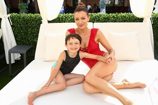 Zpěvačka a bývalá modelka s dcerou Rosálkou.