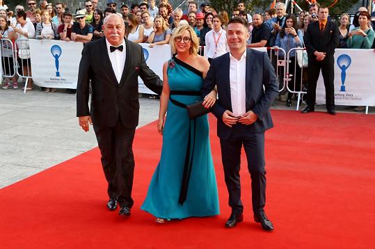 Andrej Hryc s dcerou Wandou na premiéře filmu Čára na filmovém festivalu v Karlových Varech.