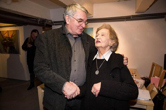 Blanka Bohdanová a Vlastimil Harapes, který jí gratuloval k životnímu jubileu.