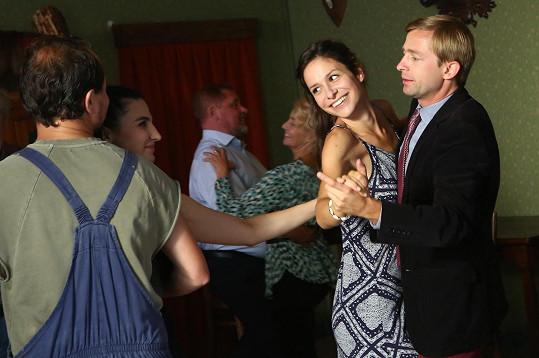 Usměvavá Veronika Khek Kubařová během natáčení