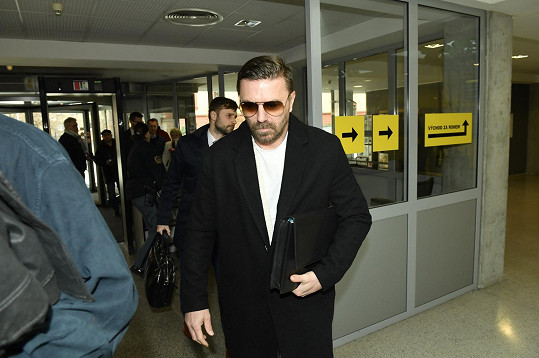 Tomáš Řepka dorazil k soudu.