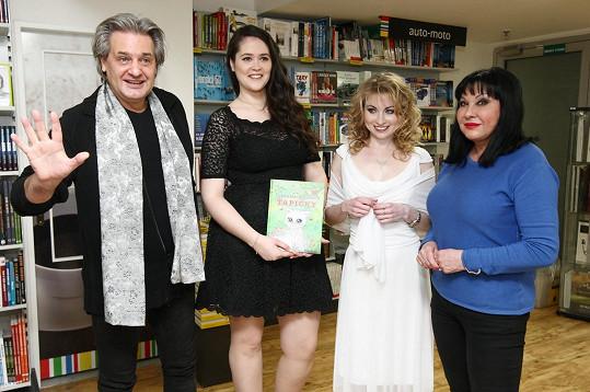 Patrasová křtila knížku Markéty Harasimové společně se Slávkem Bourou.