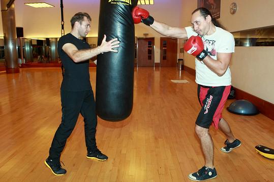 Marian Vojtko trápí tělo na boxu.