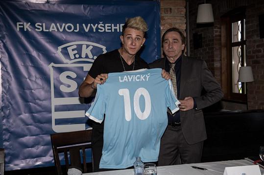 S Ondřejem Pavelkou, který hraje majitele klubu.