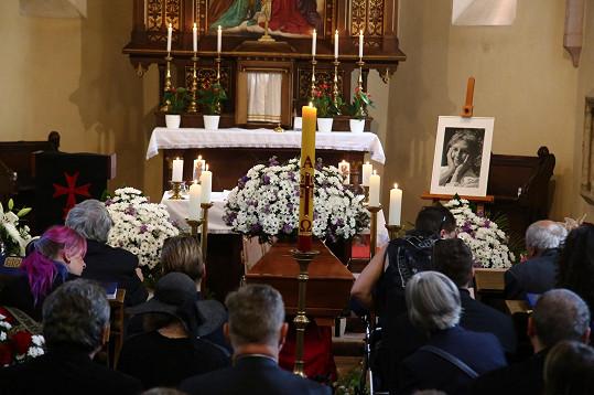 Poslední rozloučení proběhlo v Kostele Všech svatých ve Slivenci.