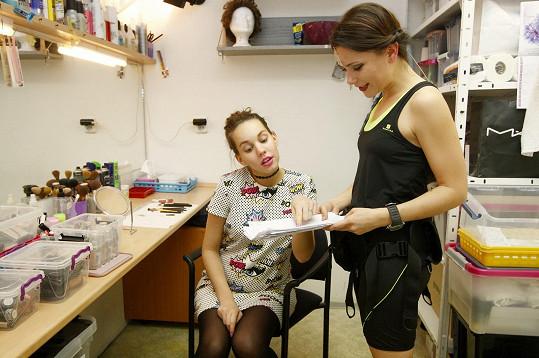 Míša Tomešová přišla pomoct těhotné kolegyni s rolí i před představením.