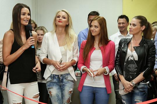 Lucie Kovandová a Andrea Verešová stály vedle sebe...