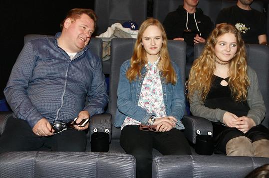 Do kina vyrazili tentokrát bez maminky.