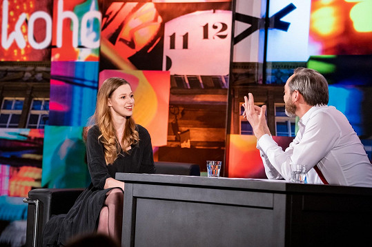 Rozhovor proběhl v zákulisí natáčení talk Show 7 pádů Honzy Dědka.