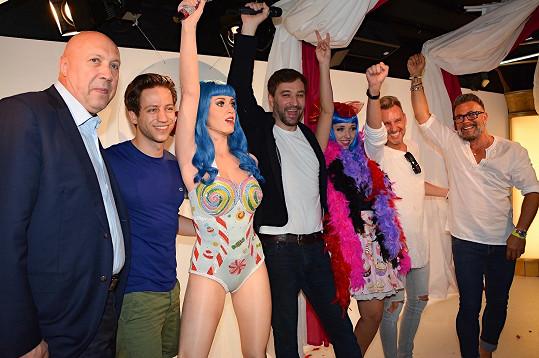 A mezi dalšími, kdo odkryli Katy Perry, byli i Milan Peroutka, Osmany Laffita s manželem, starosta Prahy 1 Oldřich Lomecký nebo stylista a vizážista Kája Pavlíček.