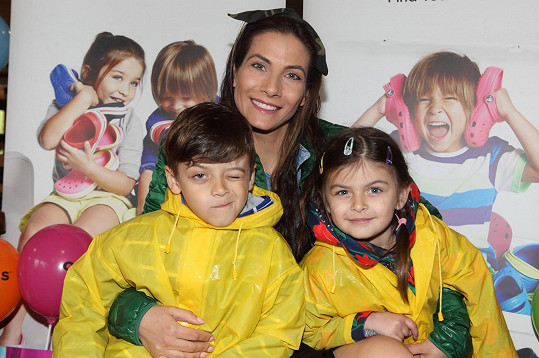 Eva Decastelo se svými dětmi
