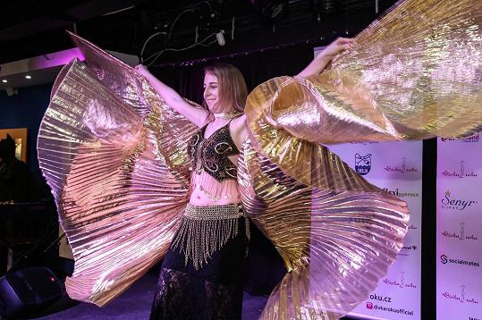 ...přes tanec s 'křídly'...