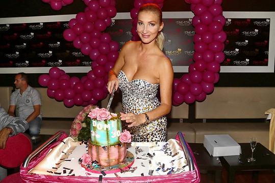 S narozeninovým dortem