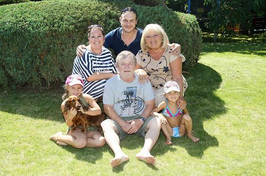 Roman Skamene s rodinou