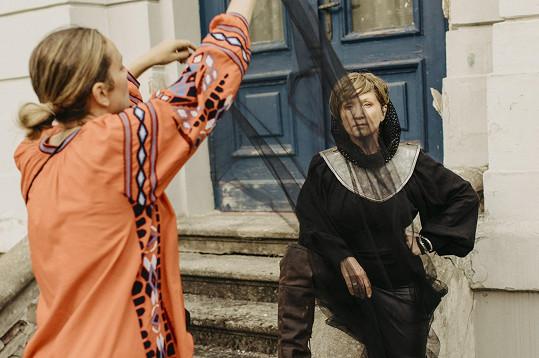 Bára Basiková se opět převtělila do Johanky z Arky.