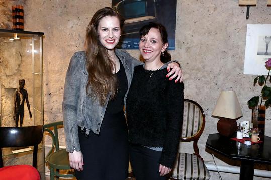 Petra hraje s Alenou Mihulovou v divadle Ungelt.