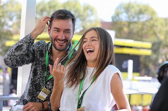 Společnost mu dělala Česká Miss Andrea Bezděková, která v Čechách jezdí vozem stejné značky.