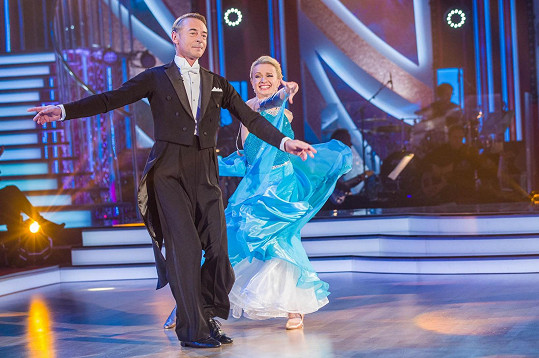 Na valčík se herec se svou taneční partnerkou Lenkou Návorkovou velmi těšil.